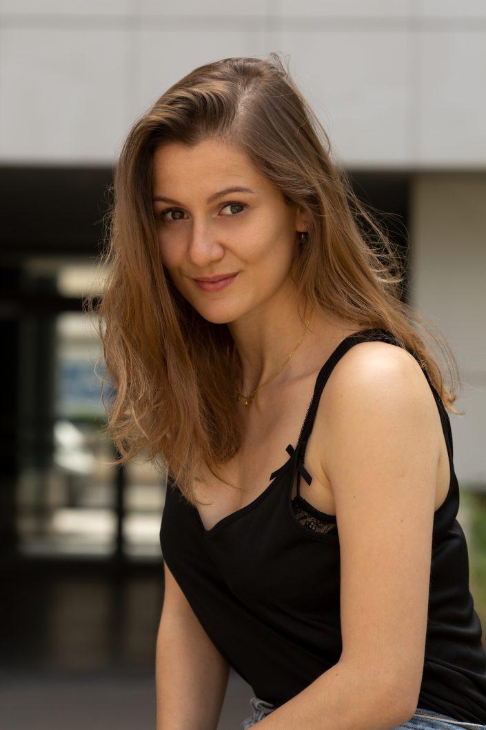 Photographe-portrait-femme-exterieur-portraitiste